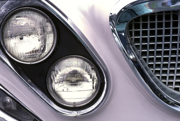 The 1962 Chrysler Newport featured diagonally arranged sealed beam headlights