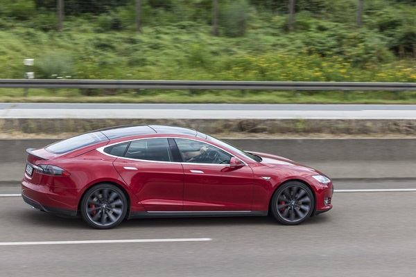 The Model S, pictured here, has reportedly had issues with its air suspension system