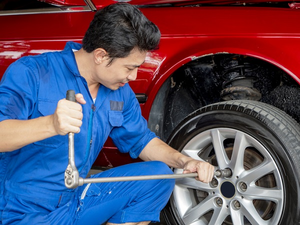 Auto mechanic training can give you the skills you need to help prevent wheel separation
